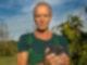 """Sting auf seinem Weingut """"Tenuta il Palagio"""" in der Toskana"""